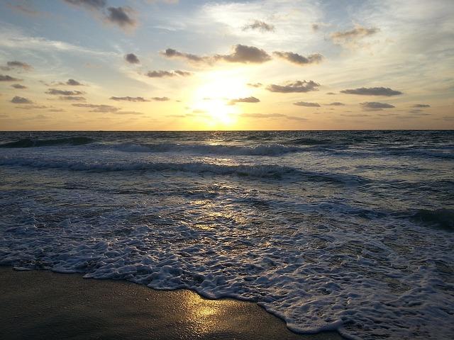 sunrise-1121609_640